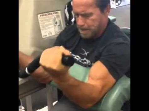 Arnold Schwarzenegger 2013 - Trains biceps at 66 years old